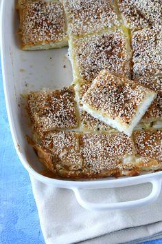 בורקס גבינות משפחתי - הכי קל והכי טעים - קרוטית - Krutit Kosher Recipes, Baking Recipes, Cake Recipes, Dessert Recipes, Savoury Baking, Bread Baking, Baking Cakes, Chocolate Crinkles, Good Food