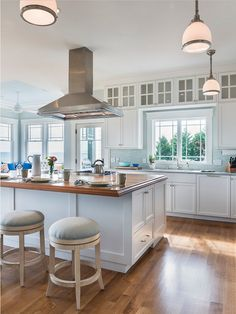 Fabulous Coastal Kitchen ! Nat Rea Photography