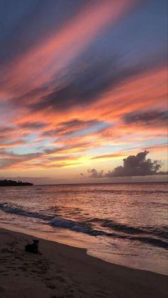sunset wallpaper sun surf sky pink background praia beach ceu plano de fundo por do sol Beach Sunset Wallpaper, Ocean Wallpaper, Nature Wallpaper, Nature Aesthetic, Beach Aesthetic, Aesthetic Girl, Pretty Sky, Beautiful Sky, Beautiful Pictures