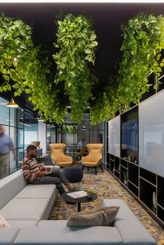 Maris Interiors has realized the community-inspired office design for technology company ServiceNow, located in London, England. Rooftop Bars Nyc, London Neighborhoods, Farmhouse Stools, Low Ceiling Lighting, Cool Office Space, Patio Bar, Brick Patios, Restaurant Interior Design, Interior Plants