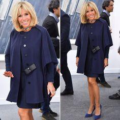 Le look de Brigitte Macron à la Foire Internationale d'Art Contemporain, vous en pensez quoi ? On attend vos avis en commentaires ! #brigittemacron #premieredame #fiac #fiac2017 #lookoftheday #lookdujour #mode #fashion