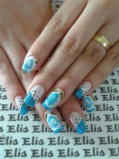 Unha azul de Elis Embelleze. Blue nail. Uña azul. Unghie blue.
