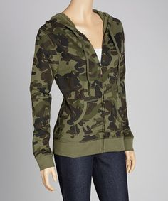 Whether it's time to stand out or blend in, this hoodie fits the bill. A camo print is ready to infiltrate the day's ensemble, while light cotton construction makes it comfortable and easy to layer.