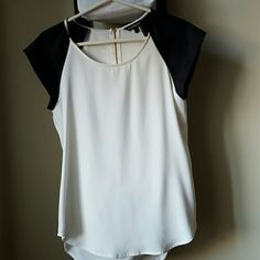 Express Blouse Women's Express Blouse. White with black cap sleeves. Loose fit with zipper in the back. Size S/P Express Tops Blouses