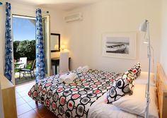 Interior design of villa Spiaggia Dorata! Island Life, Villas, Islands, Greece, Master Bedroom, Interior Design, Nature, Greece Country, Master Suite