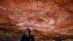 Robyn Mungulu, senior guide with Wandjina Tours at Freshwater Cove rock art site at Kimberley, Australia. Aboriginal Culture, Aboriginal Art, Ancient Art, Ancient History, Paleolithic Art, Kunst Der Aborigines, Ancient Mysteries, Art Sites, Australian Art