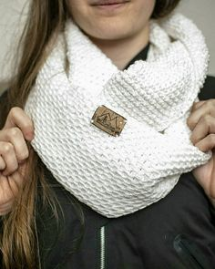 wool scarf with a label using cork fabric from Thackery. Crochet Wool, Cork Fabric, Wool Scarf, Label, Textiles, How To Make, Color, Fashion, Moda