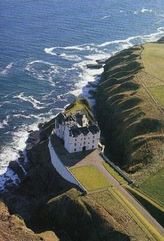 Dunbeath Castle - Caithness, Scotland by graciela Scotland Castles, Scottish Castles, English Castles, Beautiful Castles, Beautiful Places, Places To Travel, Places To See, Places Around The World, Around The Worlds