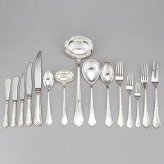 Faqueiro em prata da primeira metade do sec.20th, 109 pecas, 4800GMS, 7,450 USD / 6,490 EUROS / 26,420 REAIS / 48,360 CHINESE YUAN soulcariocantiques.tictail.com
