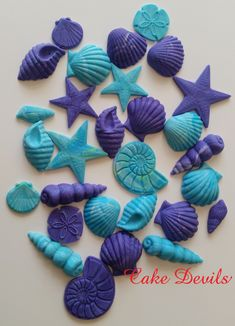 Fondant Cake Toppers, Cupcake Toppers, Sully Cake, Beach Cake Topper, Seashell Cake, Beach Cupcakes, Beach Themed Cakes, Biscuit, Mermaid Cakes