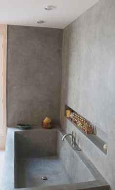 As Tadelakt is water repellent there's absolutely no demand for tiling etc. Tadelakt is incredibly versatile and may be used in a lot of means. Tadelakt not on. All White Bathroom, Small Bathroom, Bathroom Modern, White Bathrooms, Minimalist Bathroom, Mid Century Modern Bathroom, Gold Bathroom, Bathroom Mirrors, Contemporary Bathrooms