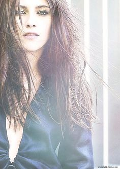 a stunning vampire-ish look of kristen stewart Kristen Stewart Eyes, Kirsten Stewart, Star Wars, Celebrity Beauty, Thing 1, Girl Crushes, Hollywood Actresses, Belle Photo, Bellisima