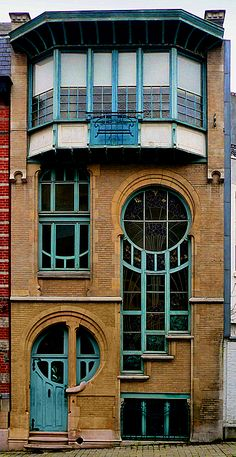 'Maison de Lune' … really 'by' Delune: Ernest Delune is a Belgian architect from the Art Nouveau period who was active in Brussels. Most notable achievement of Ernest Delune is the workshop of master glassmaker Sterner located at No. Beautiful Architecture, Beautiful Buildings, Art And Architecture, Architecture Details, Beautiful Homes, Art Nouveau Arquitectura, Art Deco Design, Windows And Doors, House Design