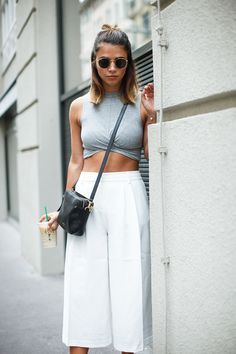 Outfit ideas : how to wear culottes / palazzo pants with style White Culottes Outfit, How To Wear Culottes, Culottes Outfits, Summer Fashion Outfits, Trendy Outfits, Spring Fashion, Night Outfits, Winter Fashion, Culotte Style