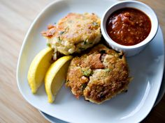 Crab Course: Check out these seafood sensations.    http://www.gojee.com/food/daily/crab-course/crab-cakes-and-cocktail-sauce