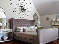 Gossip Girl room - love! http://1.bp.blogspot.com/-z8RFBmZlckI/To1e_Z_cHXI/AAAAAAAAArc/Iy-sTTEOCqM/s1600/Screen%2Bshot%2B2011-10-06%2Bat%2B1.32.09%2BAM.png