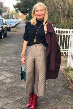 Best Outfits For Women Over 50 - Fashion Trends Older Women Fashion, Over 50 Womens Fashion, 50 Fashion, Fashion Over 40, Plus Size Fashion, Fashion Outfits, Fashion Trends, Fall Fashion, Cheap Fashion