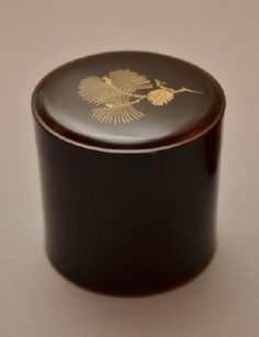 Maki-e lacquer tea caddy by National Living Treasure of Japan, MATSUDA Gonroku (1896-1986) 松田権六 松文蒔絵棗