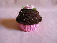 Os cupcakes são feito de croche com linha Cléa, recheado de manta siliconizada e com cheirinho de morango. Pode ser confeccionado com a cor que mais lhe agradar. R$ 15,00