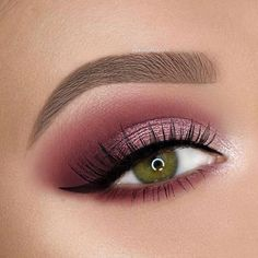 This picture is just GOALS! We are always looking for new eyeshadow looks and tutorials for eye colors. Our calendar will help you stay on top of when the latest makeup eyeshadow palettes are being released! Shimmer Eye Makeup, Pink Eyeshadow Look, Makeup Eyeshadow Palette, Nude Eyeshadow, Pink Makeup, Colorful Eyeshadow, Emma Makeup, Natural Eye Makeup, Simple Eyeshadow Looks