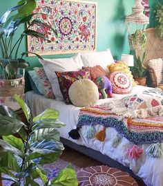 How To Decorate Your Room According To Your Neo-Bohemian Personality. With a gypsy and hippie vibe, the bohemian style will turn your room into a colorful fantasy. 