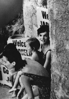 Jackie O and sister on holiday in Ravello.