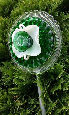 Glass Garden Flowers, Glass Garden Art, Glass Art, Glass Bird Bath, Glass Birds, Recycled Garden Art, Bird Bath Garden, Vintage Garden Decor, Garden Whimsy