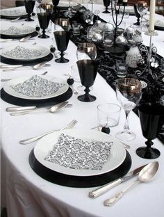 a modern black and white wedding table setting with a black lace table runner, black glasses, black and white plates and silver touches - Weddingomania Black Lace Table, Black And White Plates, Black White, White Table Settings, Wedding Table Settings, Wedding Tables, Place Settings, Cheap Table Decorations, Wedding Decorations