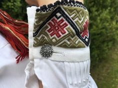 FINN – Ekte beltestakk skreddersydd i hjertet av Telemark Folk Costume, Costumes, Frozen Costume, Going Out Of Business, Traditional Fashion, Color Shapes, Norway, Celtic, Cross Stitch