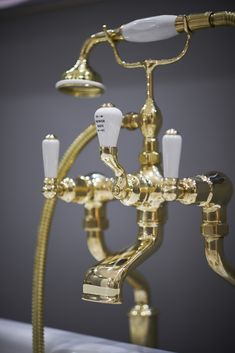Brass hues are becoming more and more popular in luxury bathroom designs, adding a honey-toned hint of warmth. For a more modern look, pair with deep hues and rich materials such as marble Tuscan Bathroom, Wood Floor Bathroom, Bathroom Ceiling Light, Brass Bathroom, Bathroom Light Fixtures, Plumbing Fixtures, Bathroom Design Luxury, Bathroom Design Small, Bathroom Designs