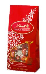 I'm learning all about Lindt Lindor Truffles Milk Chocolate Valentines's Day Gift Bag at Lindt Chocolate Truffles, Chocolate Truffle Cake, Lindt Lindor, Chocolate Sweets, Chocolate Shop, Chocolate Gifts, Chocolate Covered, Best Sweets, Chocolate Delight