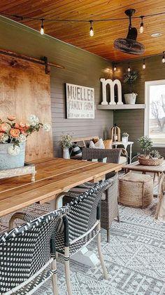Rustic Sunroom, Sunroom Dining, Sunroom Office, Modern Farmhouse, Farmhouse Style, Farmhouse Homes, Farmhouse Outdoor Decor, Outdoor Rugs, Outdoor Living