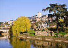 See Le Mans in Pays de la Loire © Christian Musat / Fotolia Le Mans, Medieval Town, Medieval Castle, Family Friendly Holidays, Best Places To Retire, Small Castles, Destinations, Renaissance Architecture, City Pass