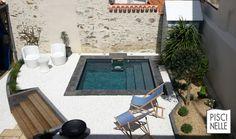 Uncover 20 mini pool concepts to encourage you Small Backyard Pools, Backyard Pool Designs, Small Pools, Swimming Pool Designs, Patio Design, Backyard Ponds, Garden Swimming Pool, Swiming Pool, Luxury Swimming Pools