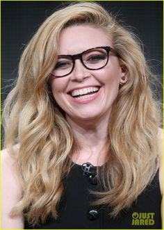 Natasha Lyonne ◈ Gafas ● Lunettes ● Eyeglasses ◈ by Arros Caldos Pretty People, Beautiful People, Beautiful Women, Nicky Nichols, Alex And Piper, Natasha Lyonne, Amy Winehouse, Orange Is The New Black, Perfect Woman