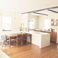 ASAKO.さんの、ドロワーボックス,ダイニング,板壁,ペンダント照明,ナチュラル,珪藻土,塗り壁,白,キッチン,のお部屋写真