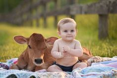 This Adorable Photoshoot Proves Farm Life Is the Best Life Country Baby Pictures, Farm Family Pictures, Toddler Pictures, Farm Pictures, Baby Boy Pictures, Family Photos, Cowboy Baby, Meninos Country, 6 Month Baby Picture Ideas Boy