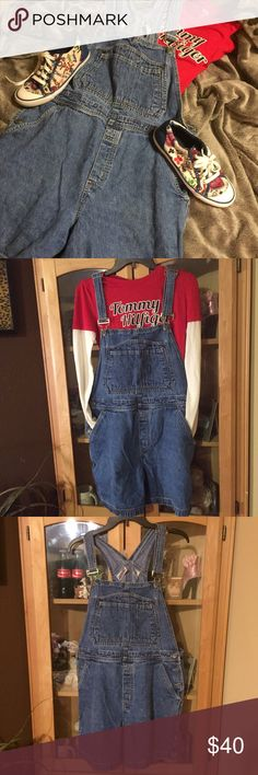 Vintage short overalls Adorable vintage short overalls. Adjustable straps, cute pockets on bib area, and 2 pockets on front and back. Carpenter style. From non smoking home Bill Blass Jeans Shorts