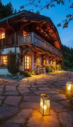This hillside hideaway is near medieval Megève, the French Alps' answer to St… – damenfrisuren Alpine House, Alpine Chalet, Swiss Chalet, Cabin Homes, Log Homes, Swiss House, Chamonix Mont Blanc, Chalet Interior, French Alps