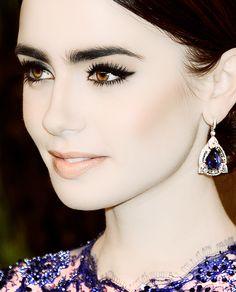 Lily Collins make up Lily Collins, Beauty Makeup, Hair Makeup, Hair Beauty, Nude Lip, Pale Skin, Classic Beauty, Beautiful Eyes, Dark Hair