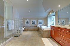 Bright, clean, master bathroom. 1264 Lakeshore Road West, Oakville