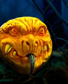 Scary Halloween Decorations, Halloween Images, Halloween Pumpkins, Halloween Stuff, Pumpking Carving, Pumkin Decoration, Pumpkin Art, Wood Carving Art, Macabre