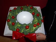 Love this broccoli wreath with tomatoes!  It's perfect for the holiday party