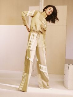 Kendall Jenner Models in adidas Originals' New Tracksuit Campaign Kendall Jenner Outfits, Kendall Jenner Adidas, Kendall Jenner Runway, Kendall And Kylie, Beige Top, Sport Outfit, Ladies Dress Design, Fashion Models, Female Fashion