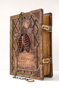 Creepy, but amazing. Steampunk Book, Handmade Books, Handmade Notebook, Magic Book, Book Binding, Leather Journal, Cthulhu, Book Of Shadows, Book Making