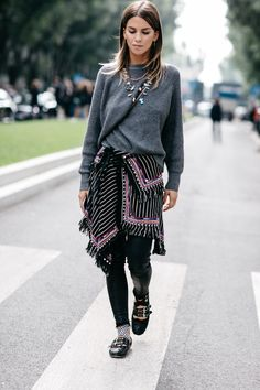Street style at Fashion Week Spring-Summer 2017 Milan Fashion Now, Moda Fashion, Cute Fashion, Fashion Looks, Fashion Trends, High Fashion, Mode Boho, Vogue, Estilo Boho