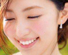 【プチプラ】美容オタク・有村実樹オススメ!夏メイク アイテム12選   夏らしいツヤ肌が狙いなので、頬にはお粉をのせず、チークもクリームタイプをチョイス。…