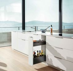 Clear design lines characterise the look of LEGRABOX along with the straight interior and exterior side panels. Kitchen Sets, Kitchen Layout, Kitchen Decor, Kitchen Design, Small Space Storage, Storage Spaces, Cutlery Storage, Narrow Cabinet, Kitchen Planner