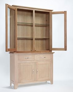 Sherwood Oak Sideboard Top 2 Door 2 Drawer - The Sherwood Oak range is made of a high quality grade of oak and exhibits all the hallmarks of quality furniture.These include wood-panelled drawer bases and cabinet backs and the use of dovetailed joints in constructing drawers.