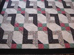 Mom's quilt finished...used lots of swirls!
